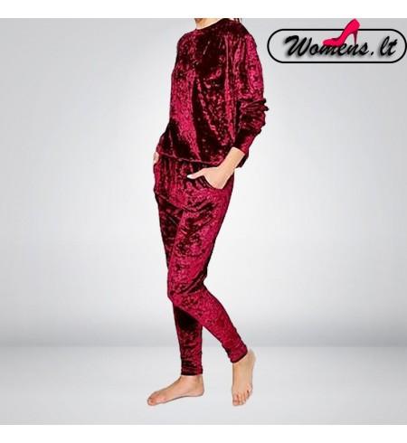 Raudonas veliūrinis kostiumėlis