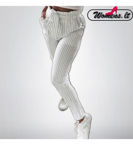 Baltos spalvos kelnės su linijomis