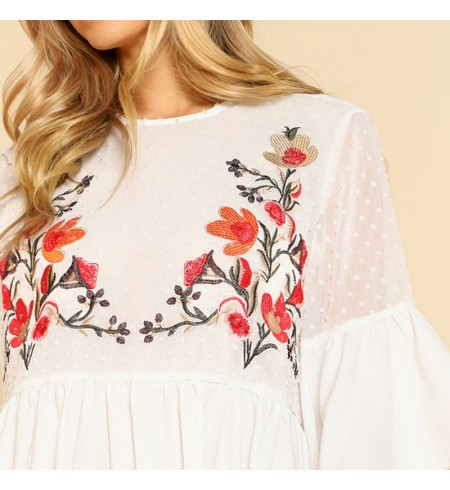 Suknelė su Išsiūvynėtomis Gėlėmis