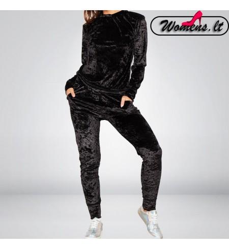 Juodas veliūrinis kostiumėlis